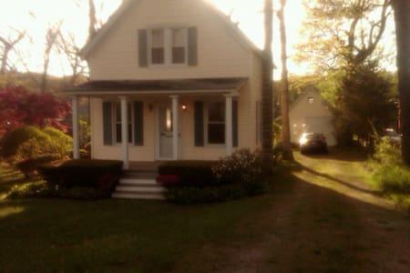 North Fork Waterfront Cottage - Mattituck