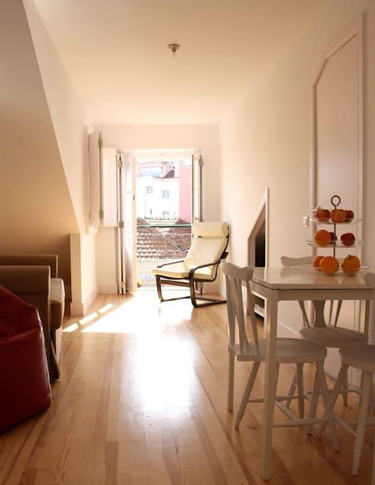 Sala muito ensolada