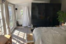 Guesthouse Getaway.Quiet Nbrhd. AC! New Full-size