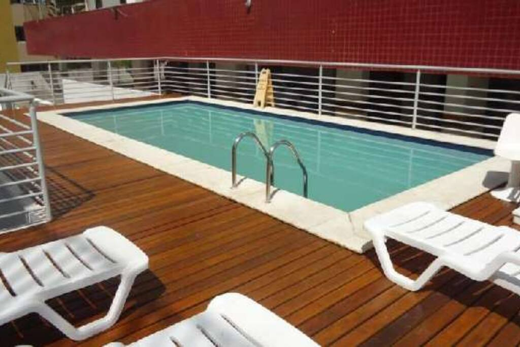 Excelente piscina com frequência calma e água limpa
