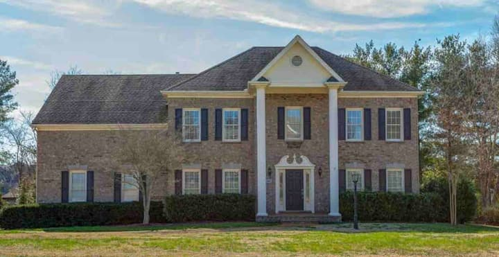 Clean Fully Furnished Executive Home in Franklin