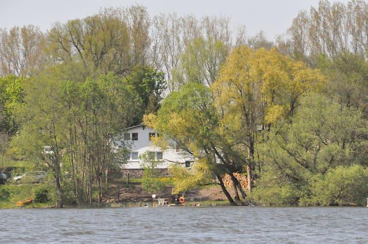 Haus am See (FW m. priv. Seezugang)