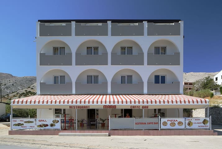 Pansion Mario and restaurant in Pag