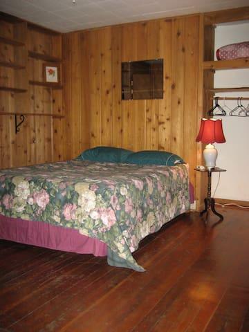 The Rosewood Room at  Seaside Farm Lodge