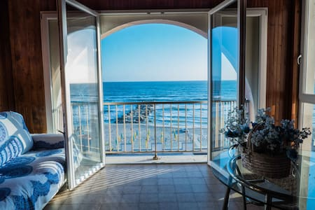 Apartment On The Beach - Free Parking & Pool
