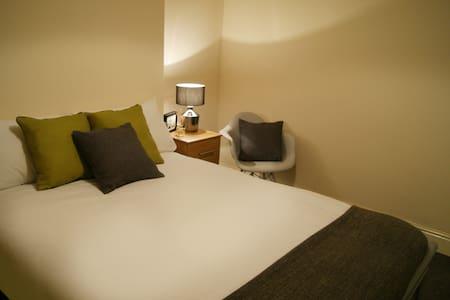 Birmingham Guest House 1, Room 3 - Oldbury