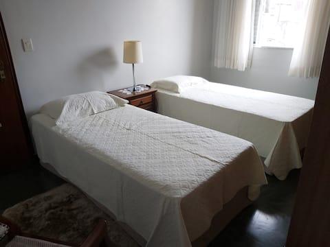 Suíte confortável com 2 camas