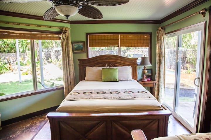 Bedroom 3 with 2 Queen Beds,Poolside