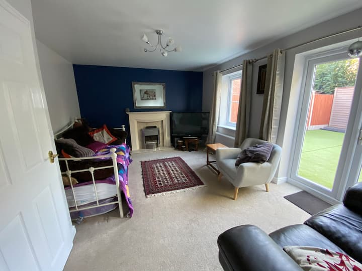 4 bed, near train, workers only not for holidays.