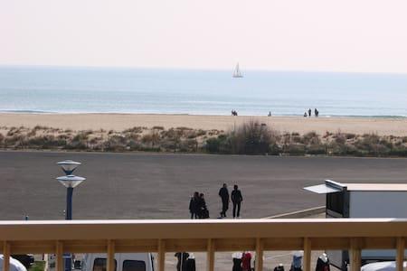 Logement pour 7 personnes face la mer - Fleury - アパート