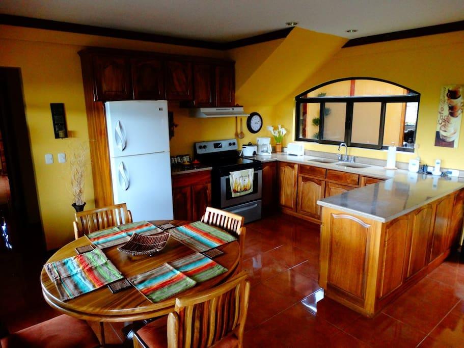 Kitchen, 1st floor / Cocina, 1er piso
