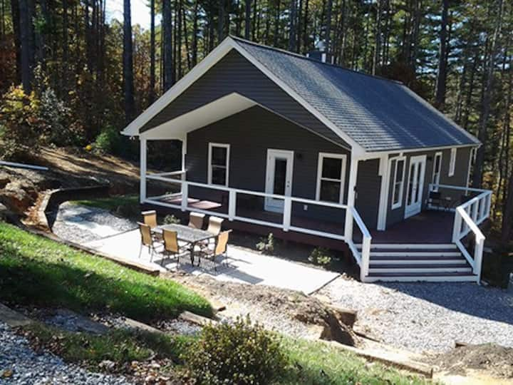 Upscale Peaceful Cottage Near Town & Outdoor Fun