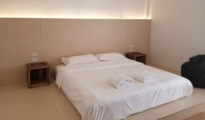 Private king size bed shared bathroom. Mochit BTS