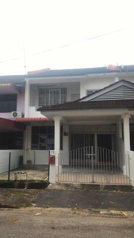 Kw HomeStay - Bukit Mertajam - Haus