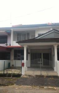 Kw HomeStay - Bukit Mertajam - Casa
