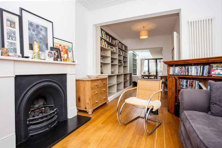 Stylish Family Home near Queens Park
