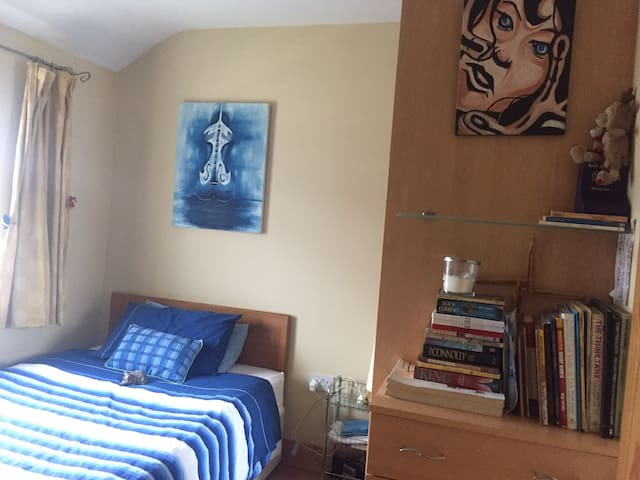 Cosy, arty second bedroom for friends or family