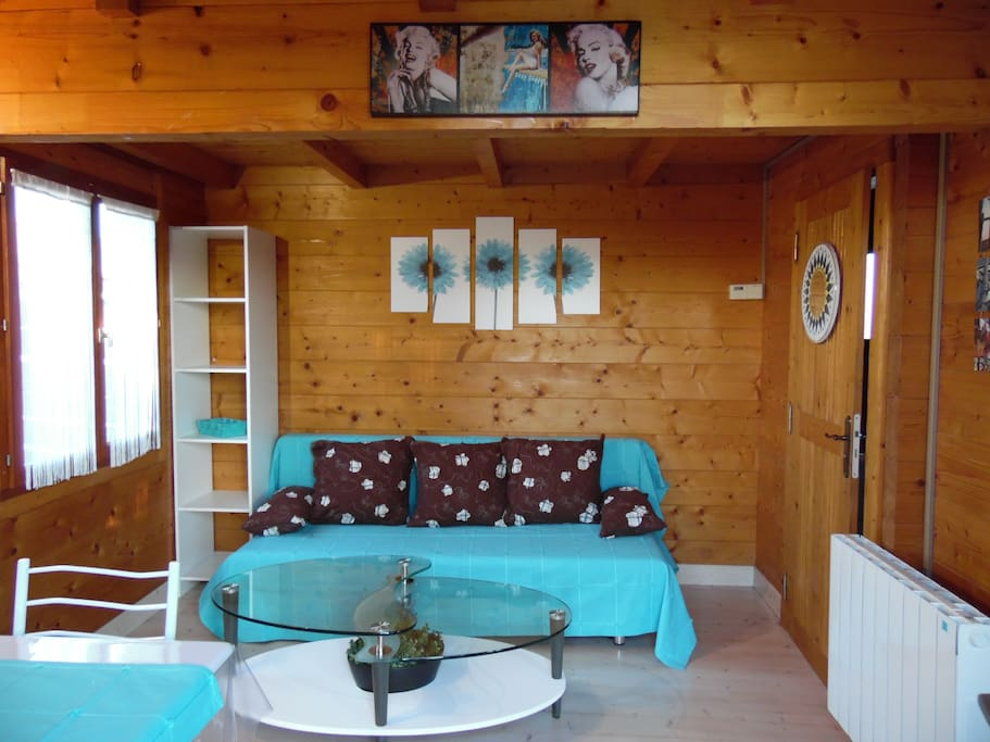 Chalet en bois avec acc s piscine priv e holiday homes - Chalet avec piscine privee ...