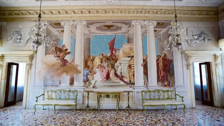 Palladian Villa with XVIII frescoes-Imperial Suite