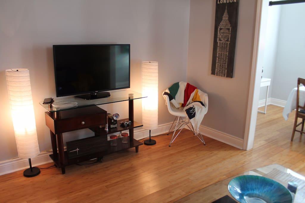 Smart TV & Free WiFi