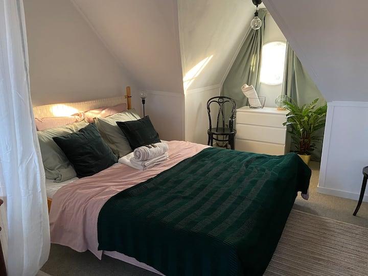 Cozy private room w/bikes & terrace near centre