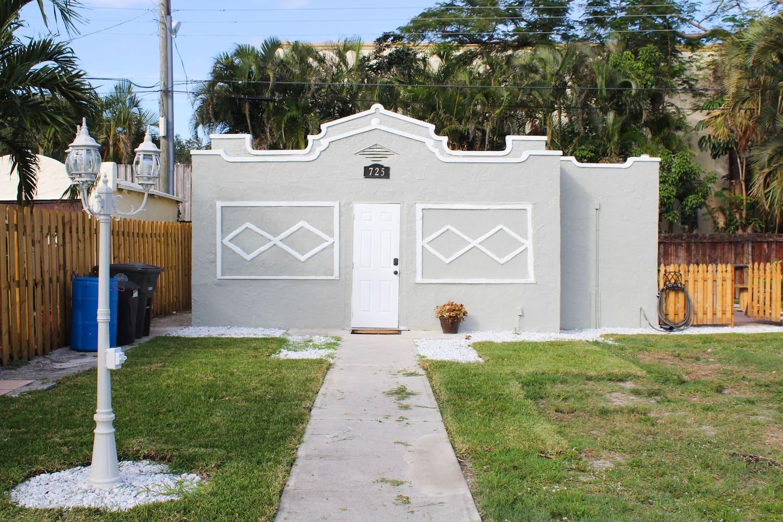 Omar Cottage: Cozy / Private House / Pet Friendly