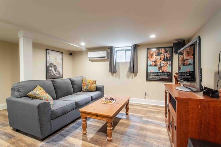 Spacious basement guest suite near airport/dwntn
