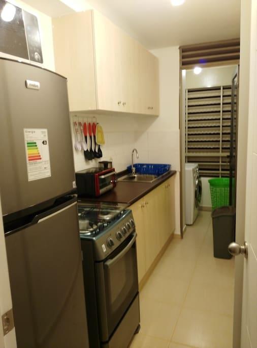 Cocina equipada, con lavadora y secadora