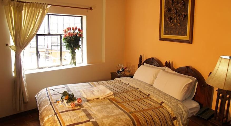 FANTASTIC LOCATION - DOUBLE ROOM - QUITO OLD TOWN
