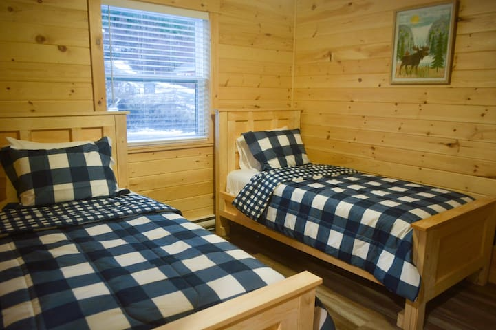 Bed room 2 with 2 twin beds