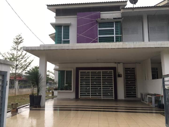 Homestay Annur  Spacious and clean