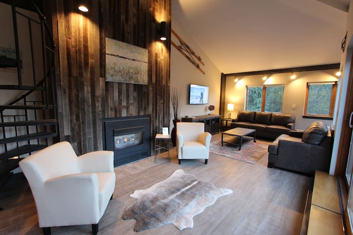 3BR ~ Ski In - Ski Out! NEW Remodel ~ Penthouse