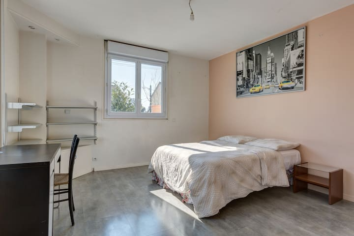 Belle chambre située à 15 de Paris - Argenteuil - House