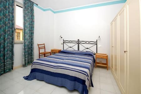 VLM2 Room with shared Garden in Villa by the beach - Mongiove