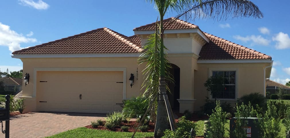 New luxury home with private pool in Naples