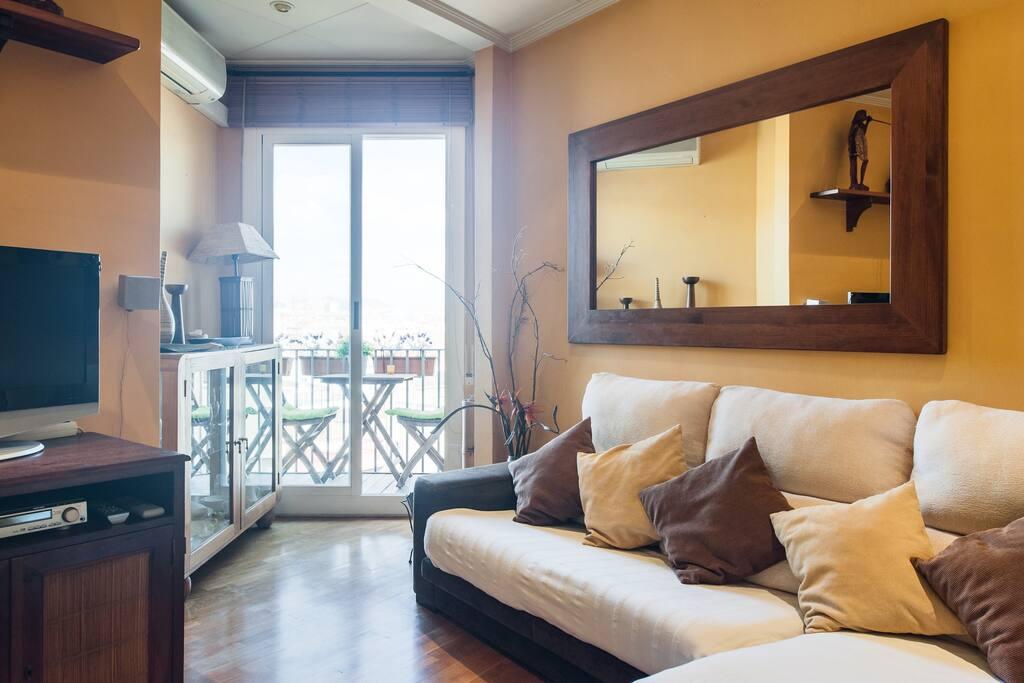 Salón-estar con salida a balcón