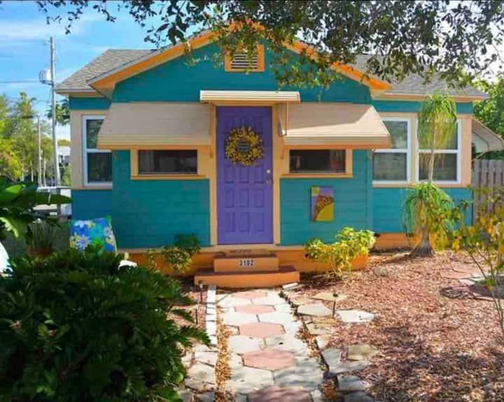 Gulfport Cottage STEPS to Beach & Restaurants