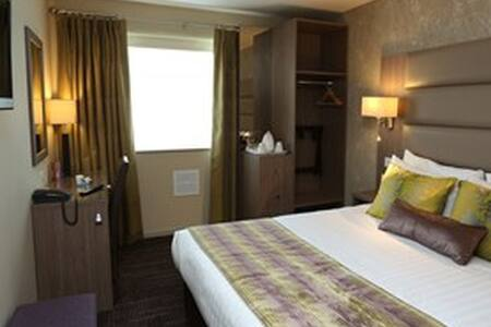 BW Pontypool Metro Hotel - Pontypool - Bed & Breakfast