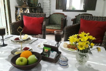 clean and cozy room in Depok with breakfast - Cinere - House