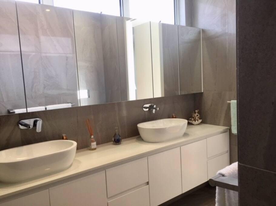 Ocean Spray's Bathroom