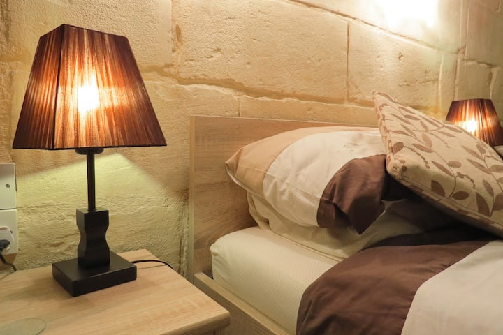 MALTESE HOUSE OF CHARACTER IN SLIEMA(11+ guests)