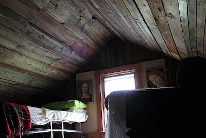 Better Farm's Semi-Private Attic Loft - Redwood - Egyéb