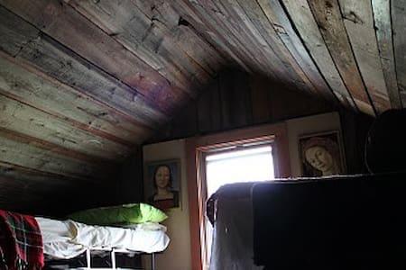 Better Farm's Semi-Private Attic Loft - Redwood - Egyéb