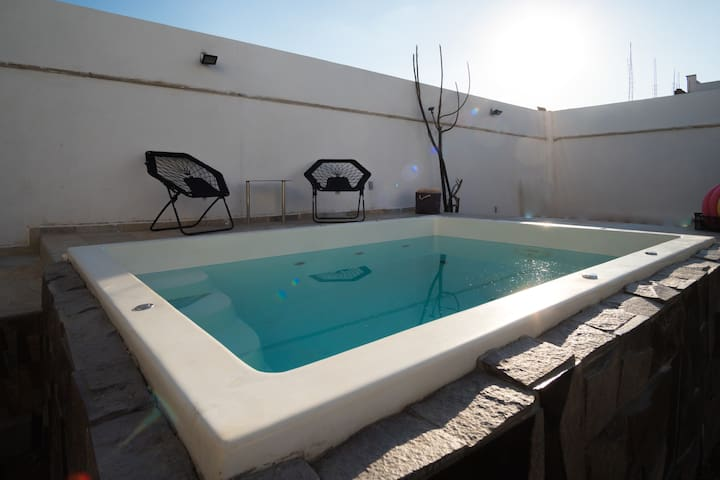 Private pool, 5 rooms, netflix, safe, fast wifi.