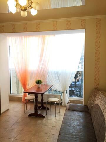 Комфортная кв-ра  рядом с Адмиралкубом, есть все - Irpin' - Apartamento