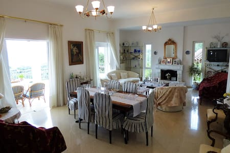 """ SEA VIEW "" Villa with garden close to the beach - Paralia Vergas"