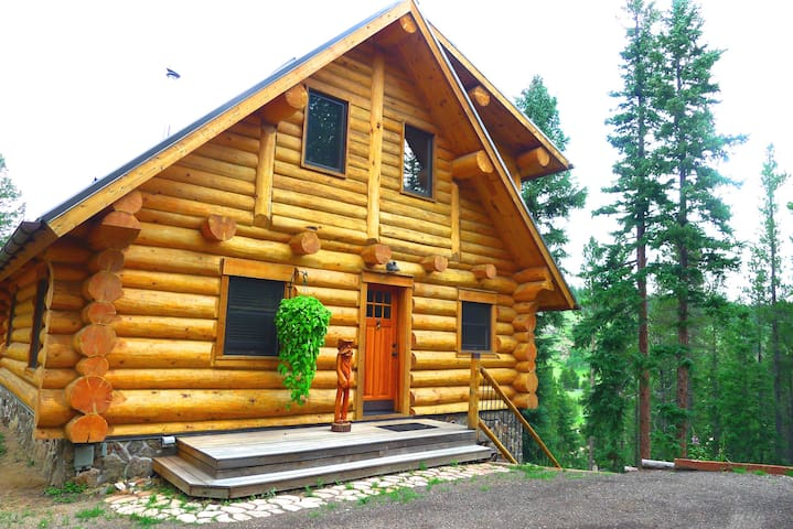 LOG CABIN w/ HOT TUB, BBQ & FIRE PIT on the RIVER - Black Hawk - Chalet