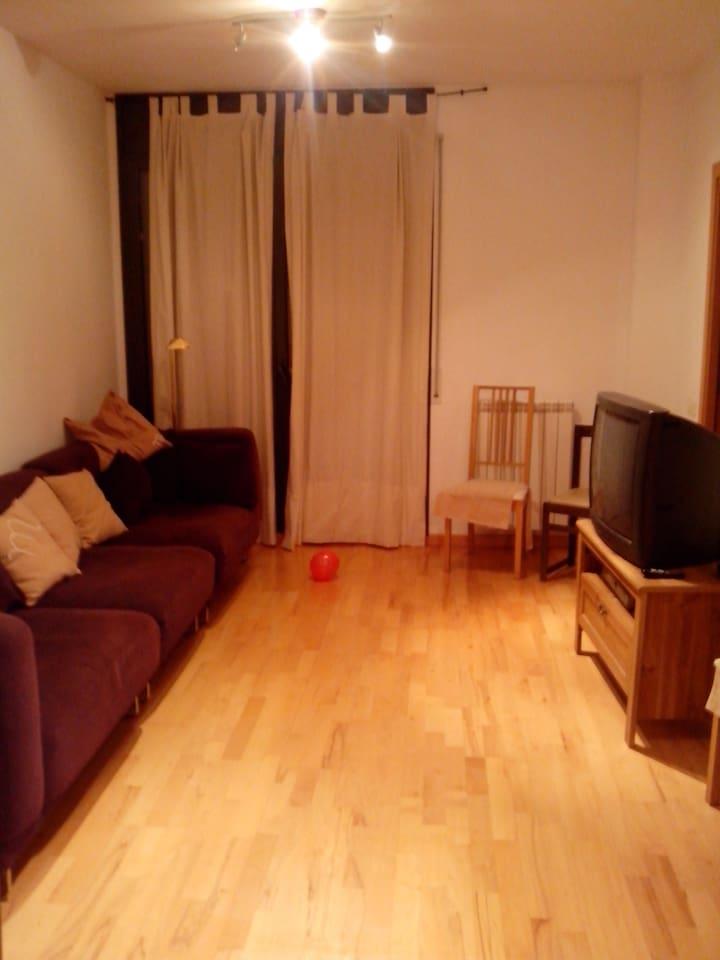 amplio salon para descansar y pasar un rato agradable con la familia/amigos