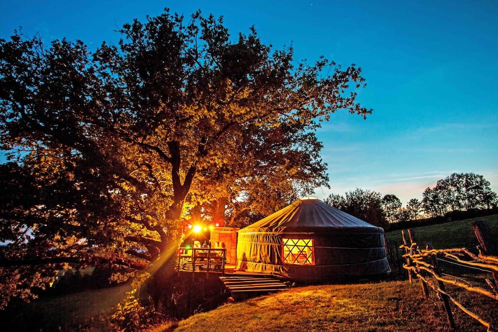 yourte isol e et insolite yurts for rent in pleaux auvergne france. Black Bedroom Furniture Sets. Home Design Ideas
