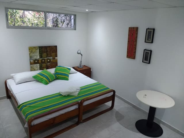 Comfy Clean Spacious Quiet Room+Private Bath+Wifi - Cartagena